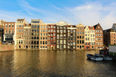 Le penchement de maison d'Amsterdam Image stock
