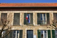 Le Perchay, Frankrike - marsch 14 2016: stadshus Arkivfoton