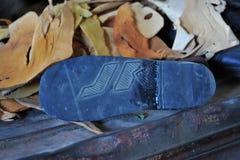 Le persone con le inabilità hanno organizzato un seminario per la fabbricazione delle calzature della gomma Hargeisa fotografia stock libera da diritti