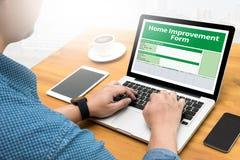 Le personnel de forme d'amélioration de l'habitat détaille à la maison Photos libres de droits
