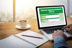 Le personnel de forme d'amélioration de l'habitat détaille à la maison Images libres de droits
