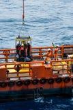 Le personnel en mer transfère image stock
