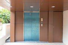 Le petit ascenseur construit photos libres de droits