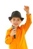 Le petit chanteur souhaite la bienvenue au public Photo stock