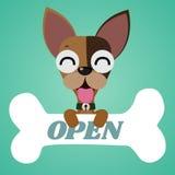 Le petit chien mignon et le grand os Images libres de droits