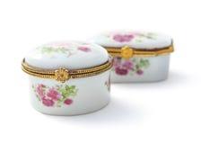 Le petit continent en céramique de la Chine de boîte à bijoux ou de porcelaine a isolé o Photographie stock