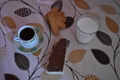 Le petit déjeuner doux délicieux et léger image libre de droits