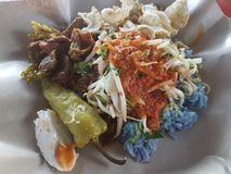Le petit déjeuner malaisien populaire de Nasi Kerabu Photos stock