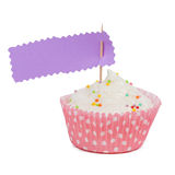 Le petit gâteau rose avec arrose avec l'espace de copie au côté d'isolement dessus Photos libres de droits