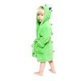Le petit garçon dans la robe de chambre verte Images stock