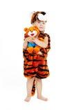 Le petit garçon dans un procès d'un tigre Image libre de droits