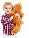 Le petit garçon joue dans le jardin d'enfants avec a Photographie stock