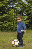 Le petit joueur de football Photos stock