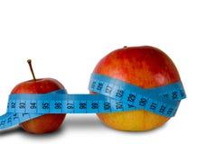Le petit morceau de deux pommes pouce-enregistrent sur bande Photo libre de droits