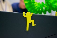 Le petit objet abstrait a imprimé par le plan rapproché de l'imprimante 3d Photo stock