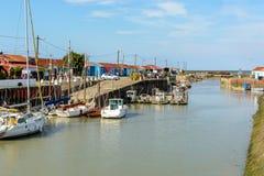 Le Petit by, ostronlantbrukplats på Ile D Oleron, Frankrike royaltyfri bild