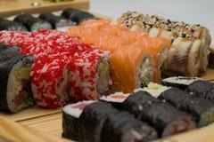 Le petit pain de sushi a fait le plat Photo libre de droits