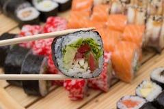 Le petit pain de sushi a fait le plat Photos stock
