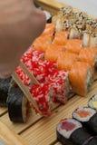 Le petit pain de sushi a fait le plat Photographie stock libre de droits