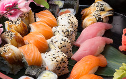 Le petit pain de sushi a fait le plat Photographie stock