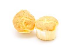 Le petit pain savoureux durcit sur le backgrond blanc Image stock