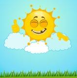 Le petit soleil drôle sur nuages Image stock