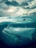Le petit sous-marin dirige la mer Image libre de droits