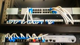 Le petit système de réseau dans compony un certain whare à a la ligne connecteur image libre de droits