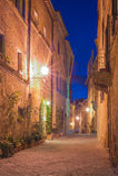 Le petit village médiéval la nuit en Toscane, Pienza, Italie Photographie stock libre de droits