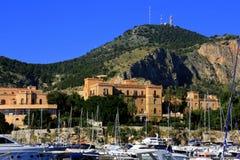 Le petits port de Palerme et construction de liberté Photos stock