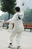 Le peuple chinois joue le taiji Image stock