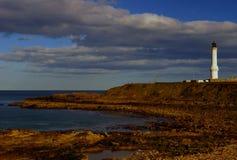 Le phare à la ceinture Ness, l'entrée au port d'Aberdeen en Ecosse photographie stock libre de droits