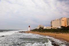 Le phare à la plage d'Umhlanga image stock