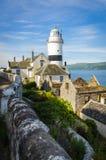 Le phare de Cloch avec d'autres maisons au point de Cloch - Inverclyde en Ecosse photos stock