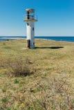 Le phare de Neeme a abandonné le bâtiment à la côte de la mer baltique Images libres de droits