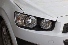 Le phare droit d'une voiture Photos libres de droits