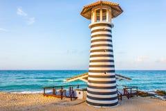 Le phare sur la plage Photos libres de droits