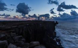 Le phare sur les falaises Photographie stock libre de droits