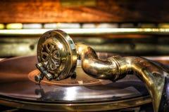 Le phonographe de cru joue la musique de l'ère passée Photo stock
