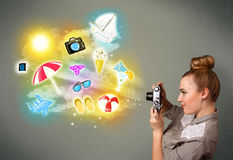Le photographe adolescent faisant des photos des vacances a peint des icônes Photographie stock libre de droits