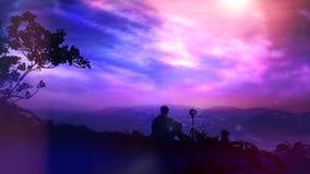 Le photographe Shoots Dawn In The Mountains fantastique illustration libre de droits