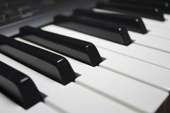 Le piano verrouille le blanc noir Photo stock