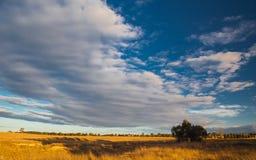 Le pianure si avvicinano territorio del capitale a Canberra, Australia immagini stock