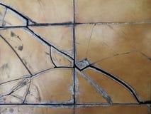 Le piastrelle per pavimento sono incrinate Fotografia Stock Libera da Diritti