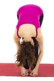 Le pied aux doigts expédient la courbure dans le yoga Images libres de droits