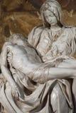 Le Pieta de Michaël Angelo en cathédrale de St Peter Image libre de droits