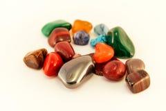 Le pietre preziose/Crystal Stone Types/pietre curative, le pietre di preoccupazione, pietre dei semi della palma, riflettono le p Immagine Stock