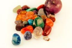 Le pietre preziose/Crystal Stone Types/pietre curative, le pietre di preoccupazione, pietre dei semi della palma, riflettono le p Fotografia Stock