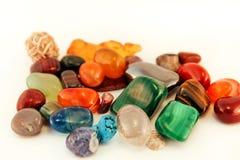Le pietre preziose/Crystal Stone Types/pietre curative, le pietre di preoccupazione, pietre dei semi della palma, riflettono le p Fotografie Stock