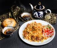 Le pilaf est un plat national d'Ouzbékistan photographie stock